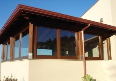 Chiusura veranda con infissi in legno de carlo villa unifamiliare altavilla milicia - De carlo finestre ...