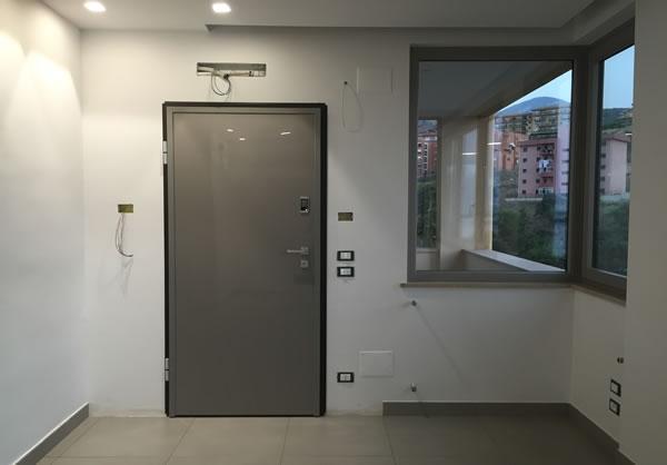 Installazione porta blindata Dierre automatica con pannello ...